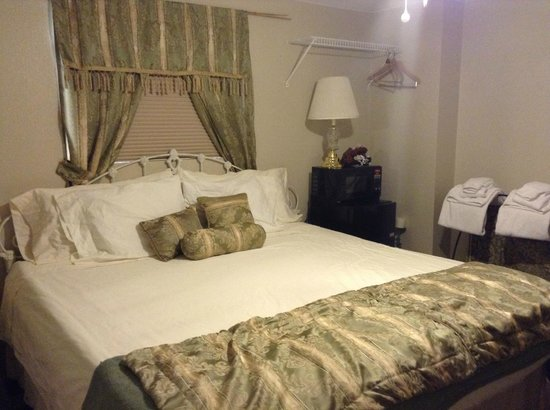 Rose Walk Inn Bed and Breakfast: King Room