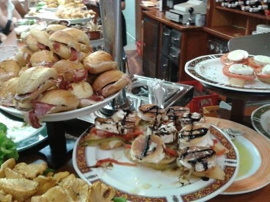 Bar Restaurante Munto : queso de cabra, jamón, variados...