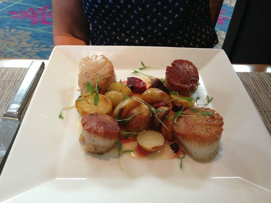 Sea Porch Restaurant: Scallops in Citrus Buerre Blanc