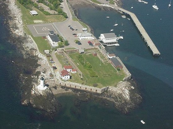 Fort Constitution Historic Site: Fort Constitution and Portsmouth Harbor Light seen from the air in 2001
