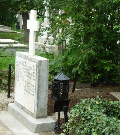 Bellu Cemetery: The family
