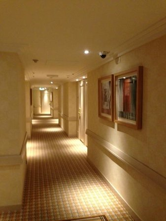 Warwick Geneva: Hotel Corridor
