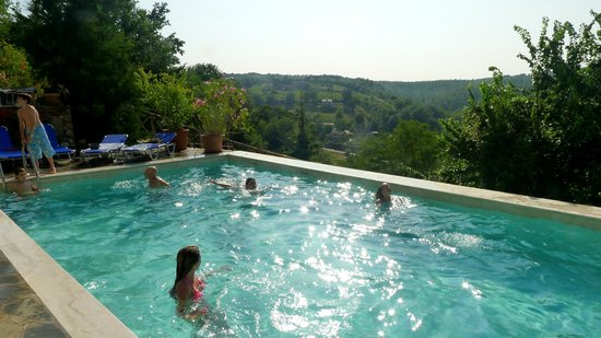 L'Antica Vetreria: Relaxing in the pool