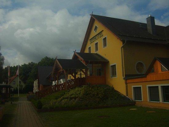"Seehotel & Wellnessdorf Arche Noah: Seehotel ""Arche Noah"" seitlich"