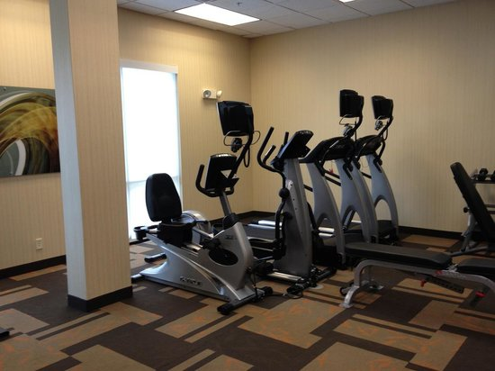 Courtyard Anniston Oxford: Exercise Room Treadmills