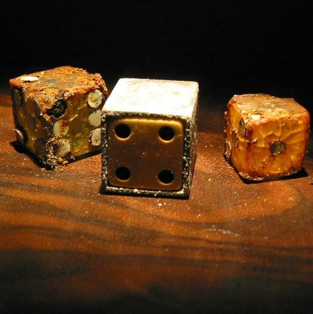 Museum of Jurassic Technology : Who ever knew that rotting dice could be so fascinating?