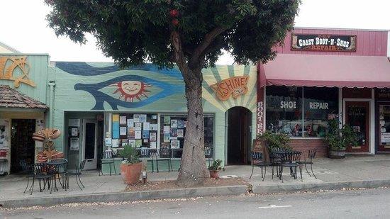 Shine Cafe: Front of Restaurant