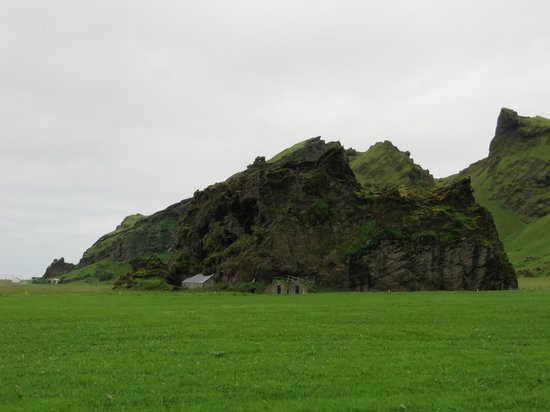 Farm Holiday Drangshlid: Gorgeous property - loved this rock on the grounds