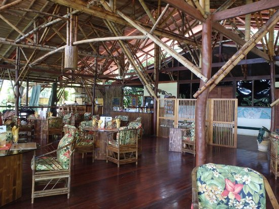 El Remanso Lodge: the dining room and staff meeting point