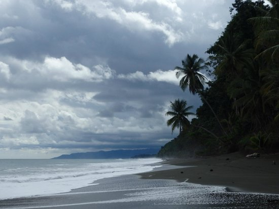 El Remanso Lodge: secluded wild beach below resort - tons of free adventures
