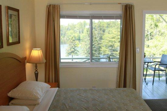Beach Cove Waterfront Inn: Balcony room