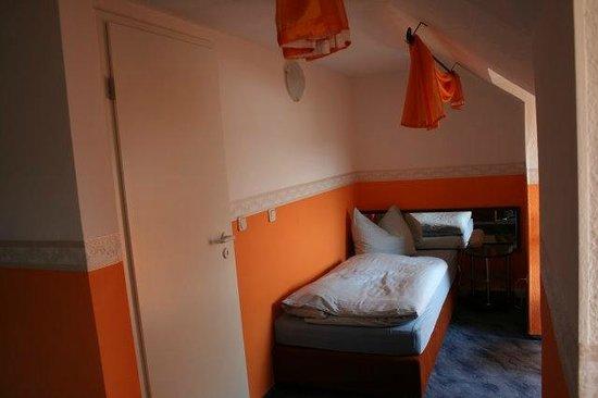 3 - Bett Zimmer