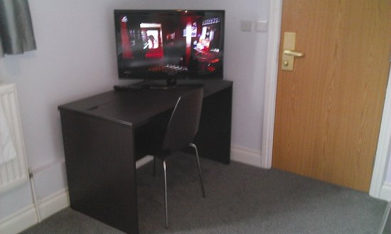 Hillingdon Prince Hotel: Large TV