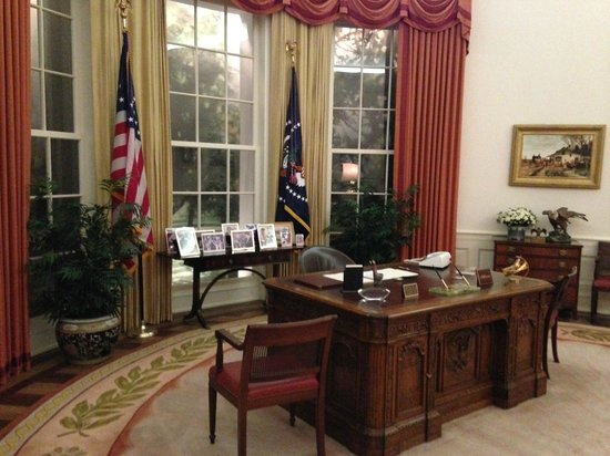 reagan oval office. Ronald Reagan Presidential Library And Museum: Oval Office During Pres. Reagan\u0027s Time