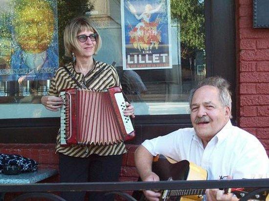 Massachusetts Street: Entertainment
