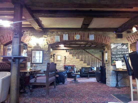 Batemans Mill Hotel: Lounge bar area - you can eat here too as well as upstairs in the restaurant