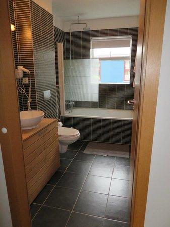Hotel Fron: Very nice bathroom