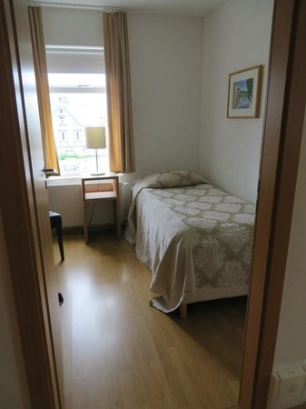 Hotel Fron: Smaller of the 2 bedrooms in the apartment
