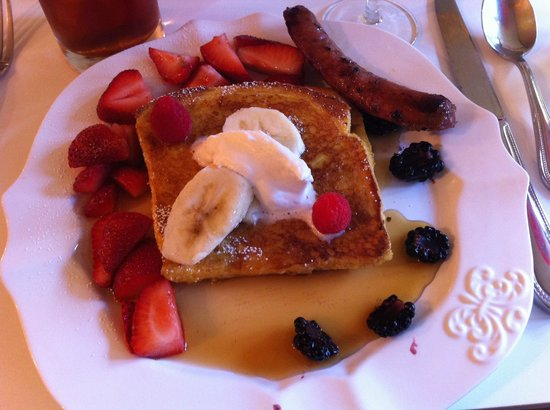 Hotel 1110: Sunday Breakfast