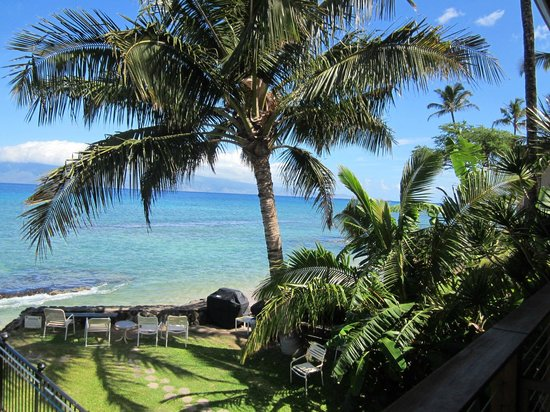Hale Kai Oceanfront Condominiums: View from balcony