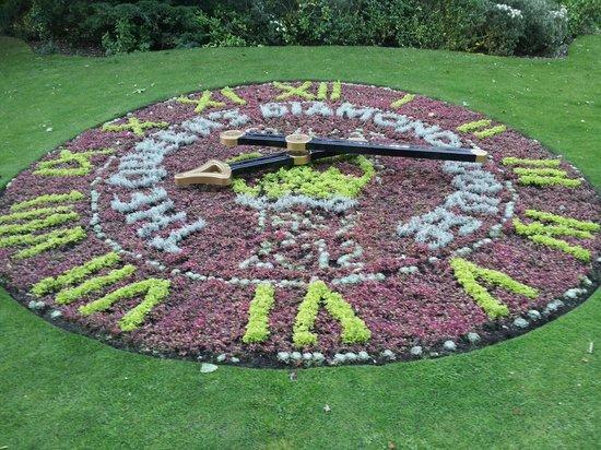 Stanley Park: Flower covered clock
