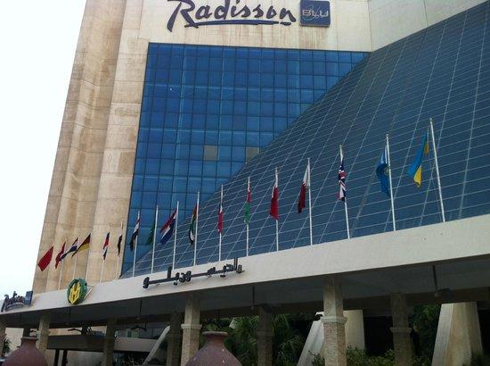 Radisson blu picture of radisson blu resort sharjah - Radisson blu sharjah swimming pool ...