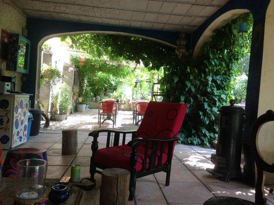 Au Reve Chatoyant : Heerlijk bijkomen na een lange zomerse dag in de schaduw van het huis
