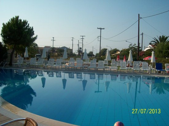 Matoula Apartments : lovely pool