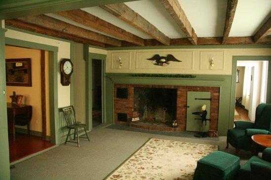 1810 House Bed & Breakfast: Living room  Sitting room