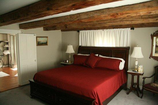 1810 House Bed & Breakfast: Lake Winnipesaukee room