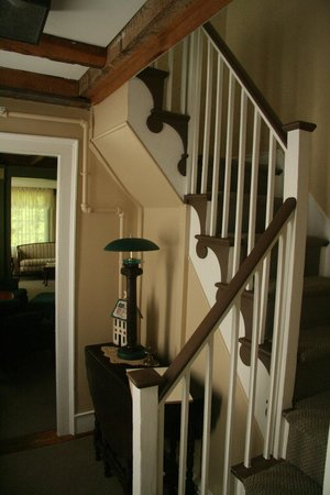 1810 House Bed & Breakfast: Front entrance area