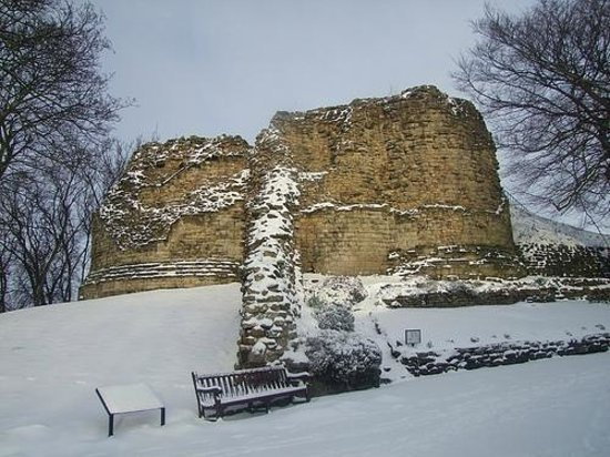 Pontefract Castle: The Castle in winter 2013