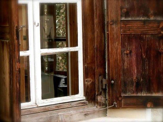 Die Bergperle: Unsere schönen alten Fensterläden