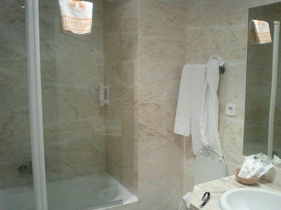 Hotel Puerta de Segovia: Baño