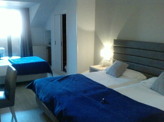Hotel Puerta de Segovia: Habitación Triple