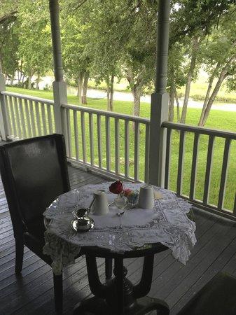 Inn on the Creek: breakfast al fresco!