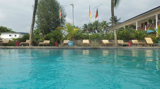 La piscine picture of hotel du phare kribi tripadvisor for Phare de piscine