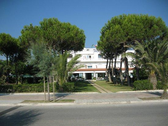 Hotel San Remo: vista ingresso dalla spiaggia