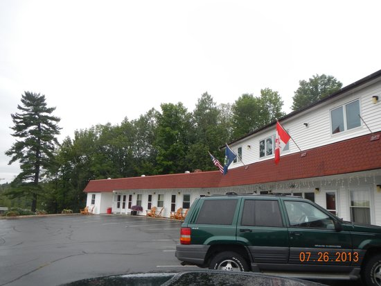 Mount Blue Motel: motel view