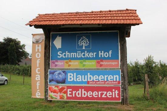 Schmücker Hof: Sign board