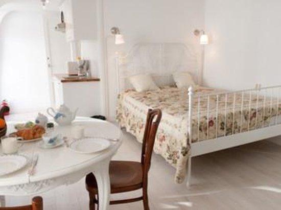 Tatiana Bed and Breakfast: Light & Elegant