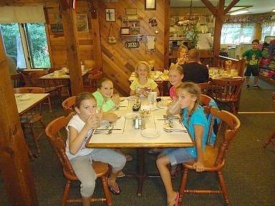 Sunrise Lodge: Dining Room