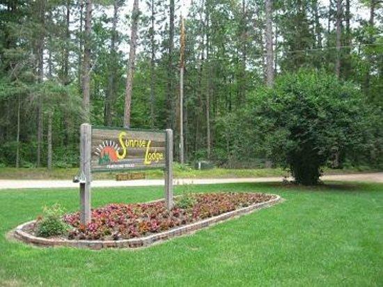 Sunrise Lodge: Entrance Sign