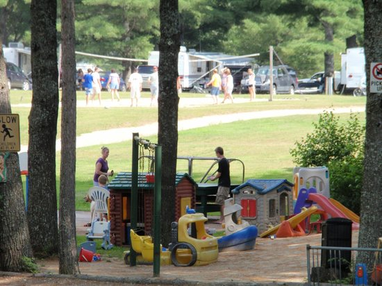 Littlefield Beaches Lakeside Campground: Playground