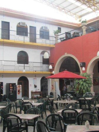 Hotel Doralba Inn: cour intérieur petit déjeuner et réception