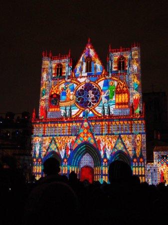 Cathédrale Saint-Jean Baptiste : La Cathédrale le 8 décembre à la Fete des Lumières