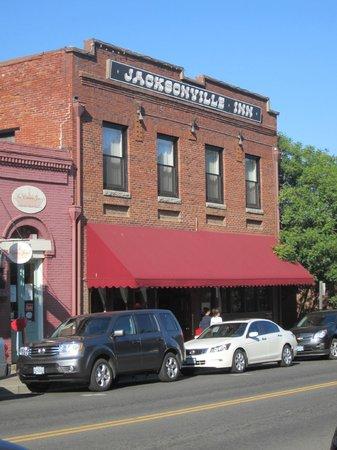 Jacksonville Inn: Front of Inn