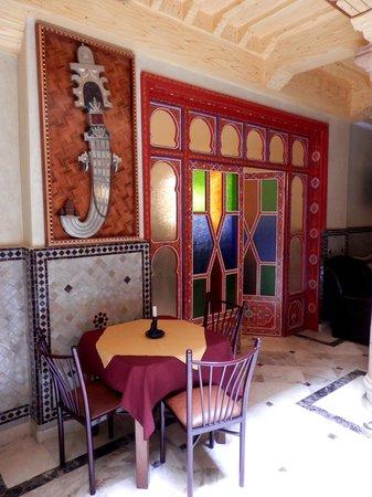 Essaouira Wind Palace: Riad interior