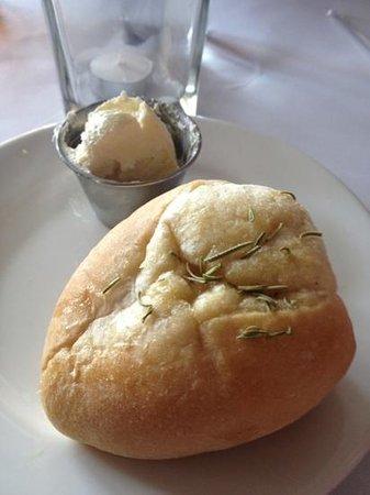 Di Trapani's Italian Bistro: fresh dinner rolls