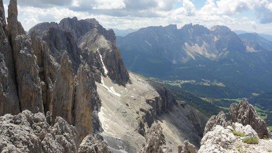 Gruppo Dolomitico Sciliar-Catinaccio, Latemar - UNESCO : View 1 from Rifugio Passo Santner - 2.750 m